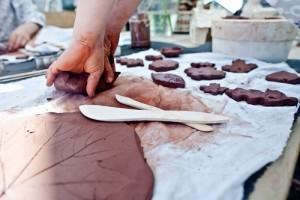 plenerowe warsztaty ceramiczne - lepienie w glinie